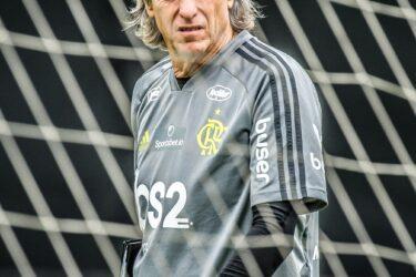 Flamengo treina em Lima e Jesus testa Diego entre os titulares