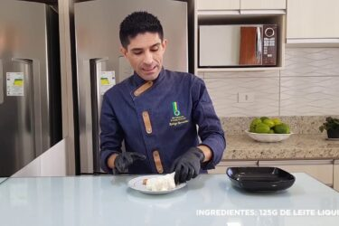 Receita: aprenda a fazer pão de queijo recheado