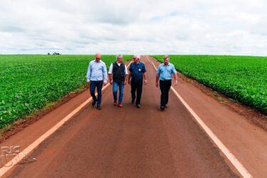 Prefeitura e produtores de Toledo se unem para asfaltar estradas rurais