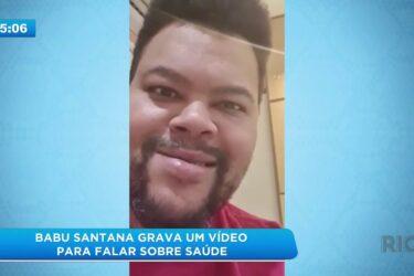 Babu Santana grava um vídeo para falar sobre saúde