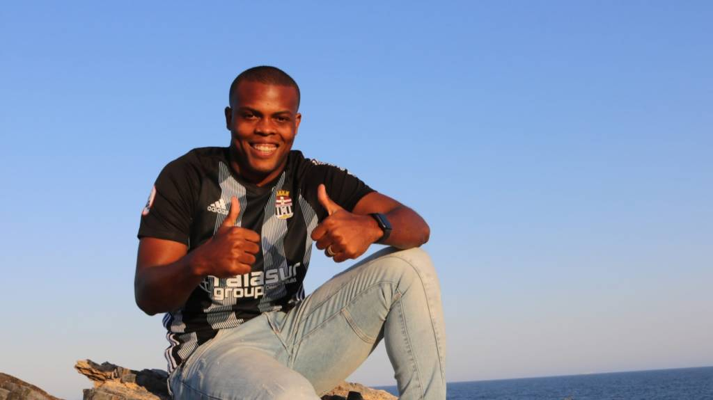 Cartagena entra em acordo com o Botafogo e contrata Vinícius Tanque em definitivo
