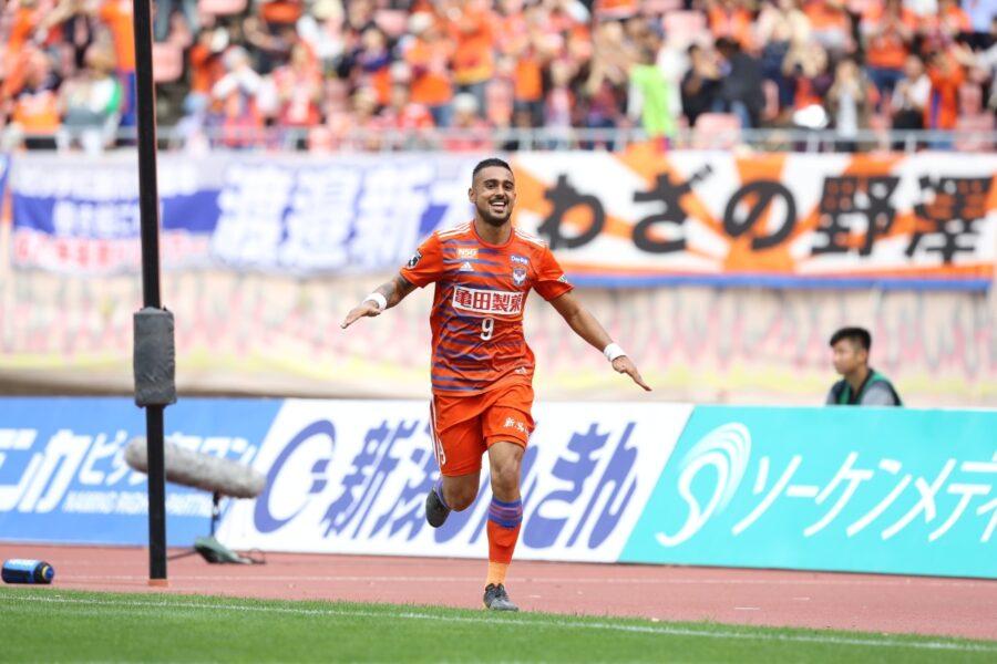 Atacante ex-Corinthians e Santos reforça clube da 1º da divisão do Japão