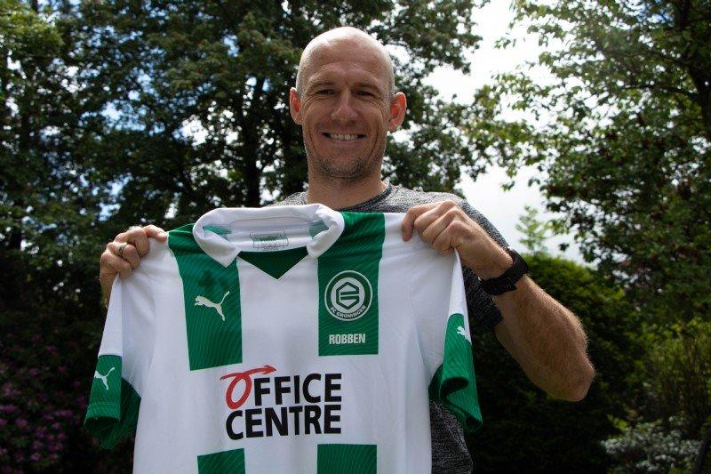 Robben interrompe a aposentadoria e assina com clube holandês