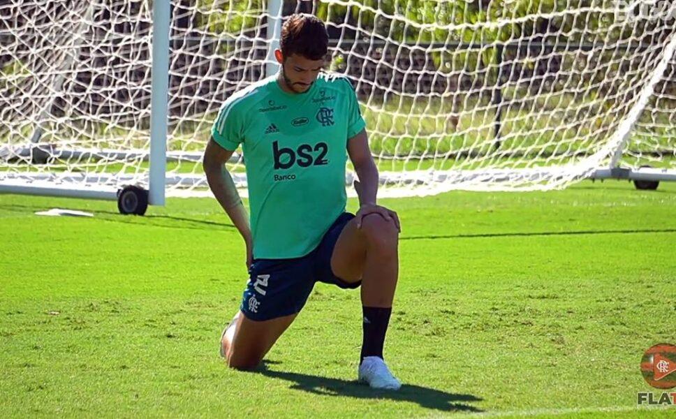 Gustavo Henrique rasga elogios a técnico estrangeiros