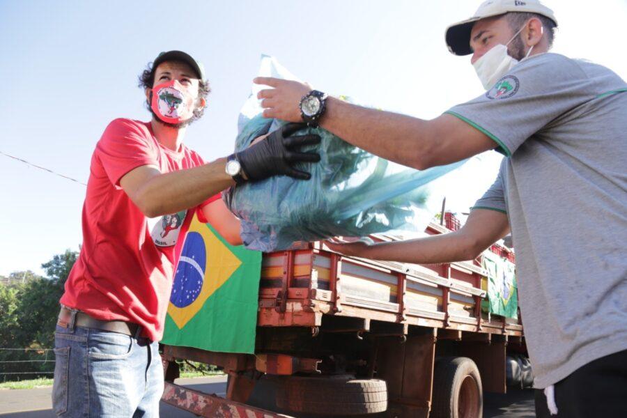 Comunidades do MST doam alimentos a 3 mil famílias pobres de Londrina