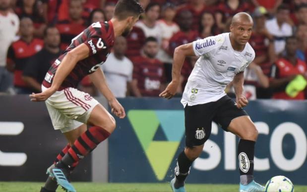 Em busca do 2º lugar, Santos recebe o campeão Flamengo na Vila