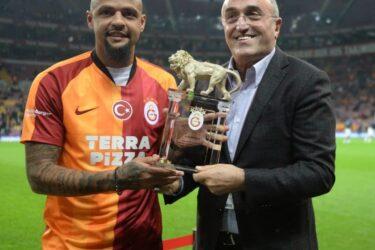 Felipe Melo é homenageado pelo Galatasaray; veja fotos