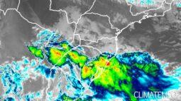'Ciclone bomba' atinge o Paraná e traz rajadas de vento e tempestades fortes