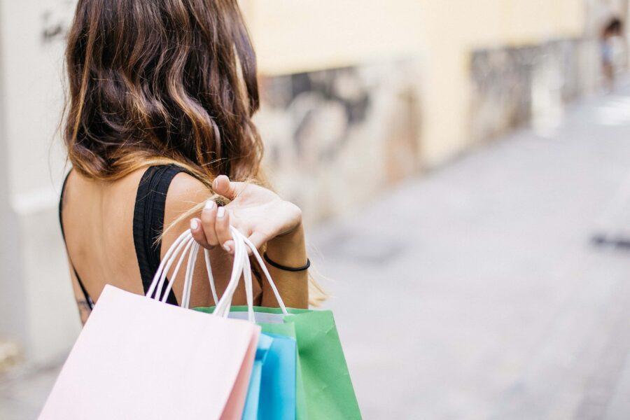 Faculdade Internacional promove palestra online  sobre comportamento de compra e investimentos