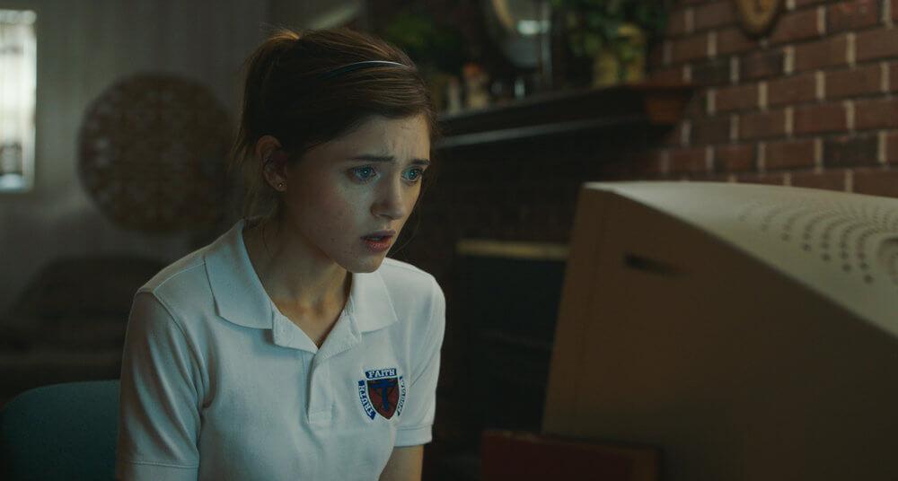 Yes, God, Yes – Natalia Dyer descobre o sexo no primeiro trailer da comédia
