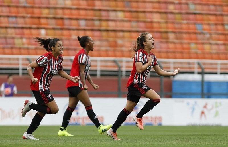 São Paulo renova contrato de três laterais do futebol feminino