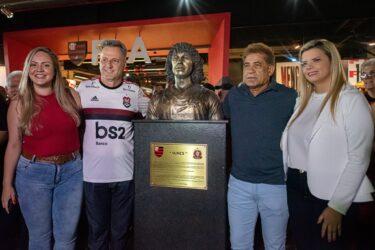 Busto de Nunes é inaugurado no Flamengo: veja as fotos
