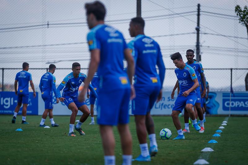 Cruzeiro antecipa cota com fornecedor de material esportivo para pagar salários
