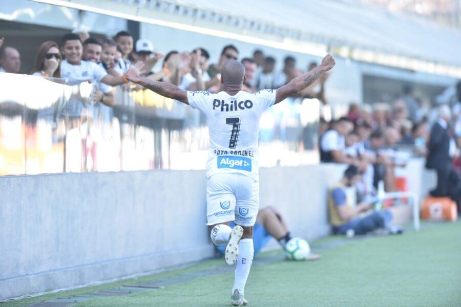 Santos oficializa renovação com patrocinadora para as costas do uniforme