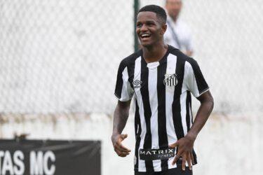 Sem acerto com o Santos, Renyer viaja para conversar com o Porto