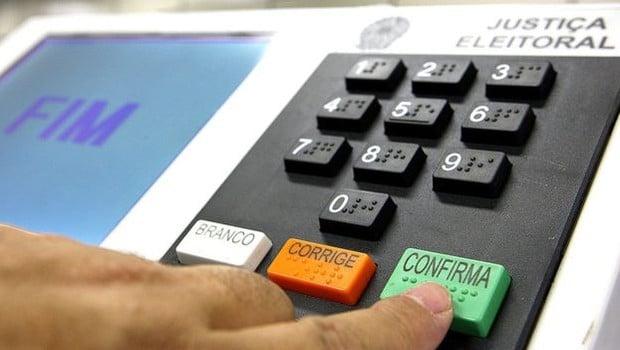 Senado aprova adiamento das eleições de 2020 para 15 de novembro