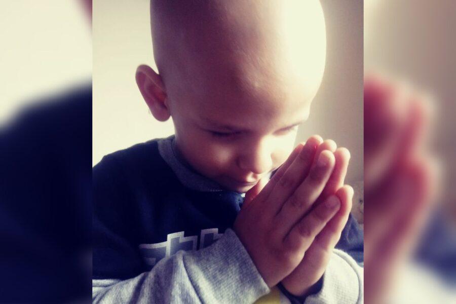Família consegue valor para comprar remédio e tratar câncer raro em menino