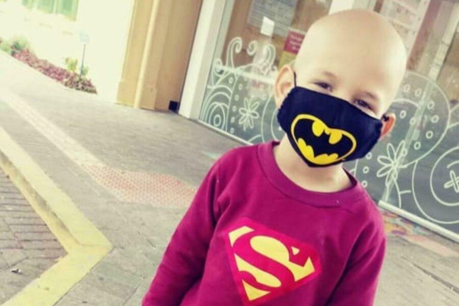 Ajude! Mãe tem até meia-noite para arrecadar dinheiro de remédio para filho com câncer