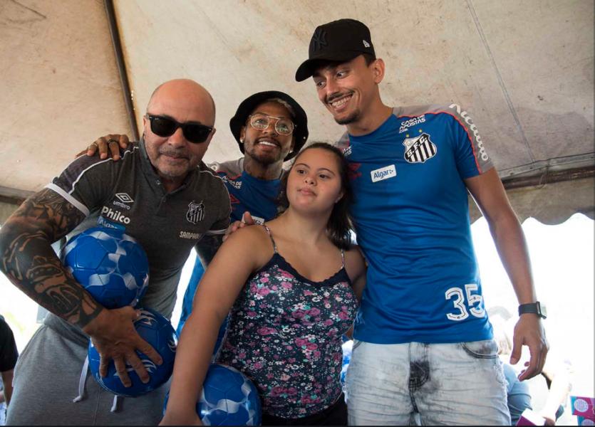 Confira imagens da ação natalina do Santos