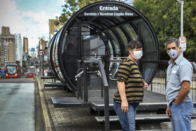 Curitiba passa dos 4 mil casos de coronavírus e alerta laranja continua