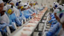 Surto de Covid-19 em frigorífico contamina mais de mil funcionários
