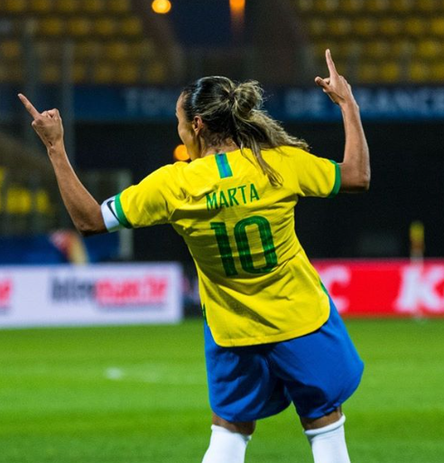 Há um ano, Marta se tornava a maior artilheira da história das Copas