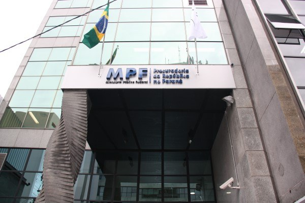 Visita de aliada de Aras na Lava Jato de Curitiba será investigada pelo MPF