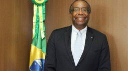 Após incoerências no currículo, Planalto adia posse de novo ministro da Educação