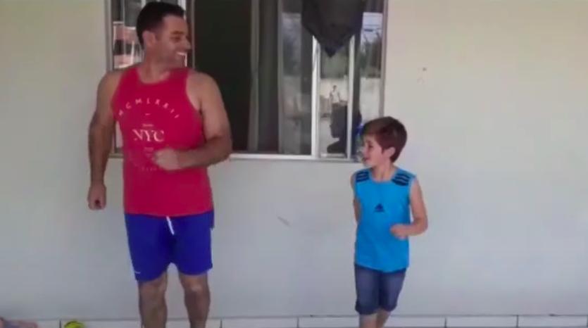 Vídeo de pai e filho dançando anos 80 bomba na internet durante a quarentena
