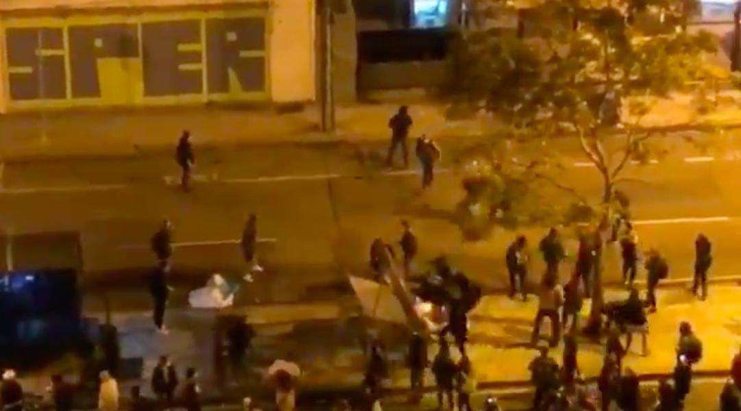 Protesto contra racismo acaba com quebradeira e bombas em Curitiba