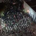Quebradeira em protesto acaba com 8 presos e um PM ferido em Curitiba