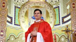 Padre Reginaldo Manzotti protagoniza primeira live transmitida por 24 horas ininterruptas