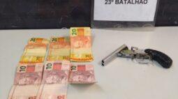 Na CIC, PM prende homem logo após roubo a lanchonete; arma de fogo e dinheiro são apreendidos