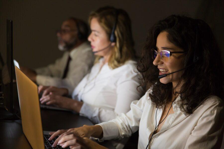 Na era dos robôs, operadores de telemarketing continuam ativos no mercado de trabalho