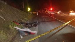 Dupla em moto morre em colisão frontal na Estrada do Cerne