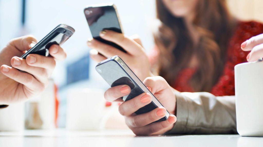 Pesquisa afirma que diiminuição do uso de redes sociais reduz depressão e solidão