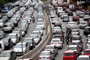 Uber e outros aplicativos contribuem para o caos no trânsito