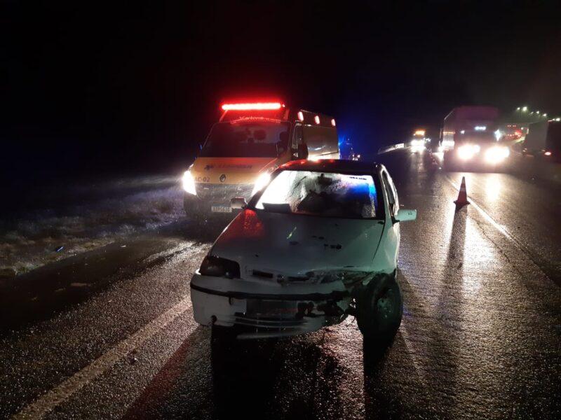 Veículo irregular com pai, mãe e 7 filhos sofre acidente na BR-376