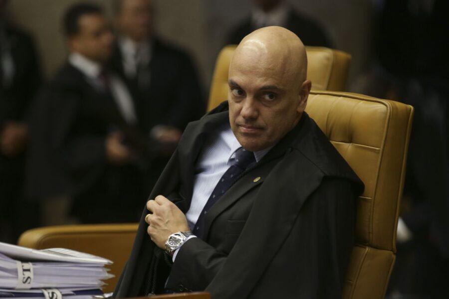 Ministro ordena que Twitter bloqueie contas de bolsonaristas no exterior