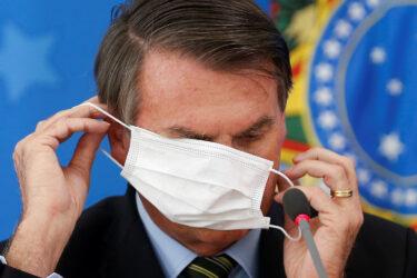 Bolsonaro critica 'pânico disseminado' por causa da pandemia