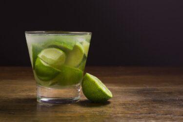 Como fazer caipirinha de limão com vodka no liquidificador