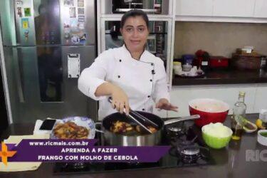 Aprenda a fazer frango com molho de cebola