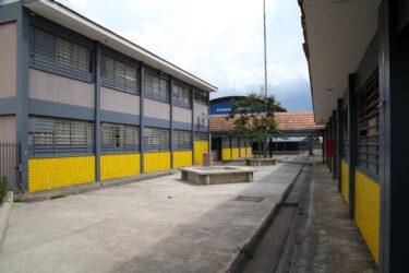 Escolas não voltam antes de setembro no Paraná, diz Ratinho Junior