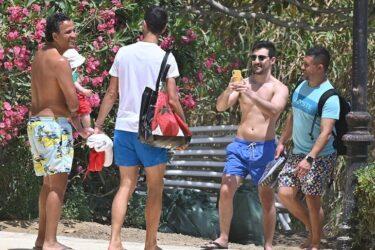 Após ser contaminado pela covid-19, Djokovic aparece em praia sem máscara e descumprindo distanciamento
