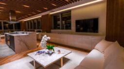 Sala presidencial apresenta conceito de formalidade diferenciado, em projeto com a parceria da Florense Carlos de Carvalho