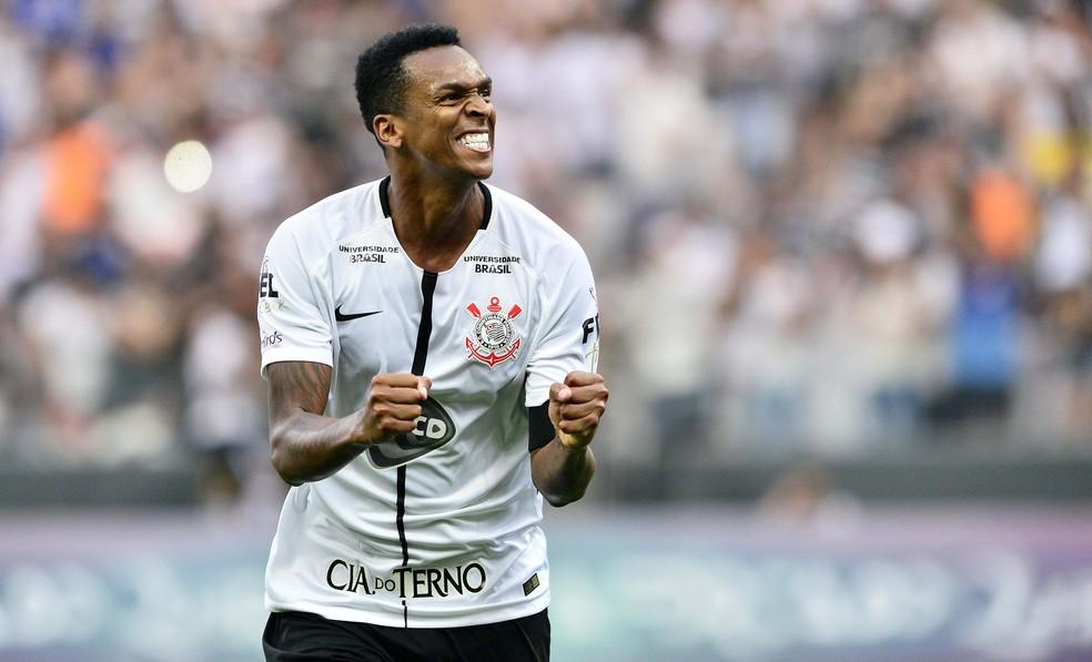 Corinthians aguarda CBF para inscrever Jô e reunião nesta quinta pode liberar atacante para o Derby