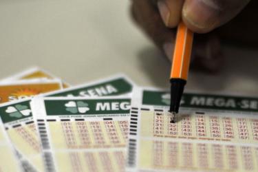 Sorteio da Mega-Sena pode pagar hoje prêmio de R$ 27 milhões