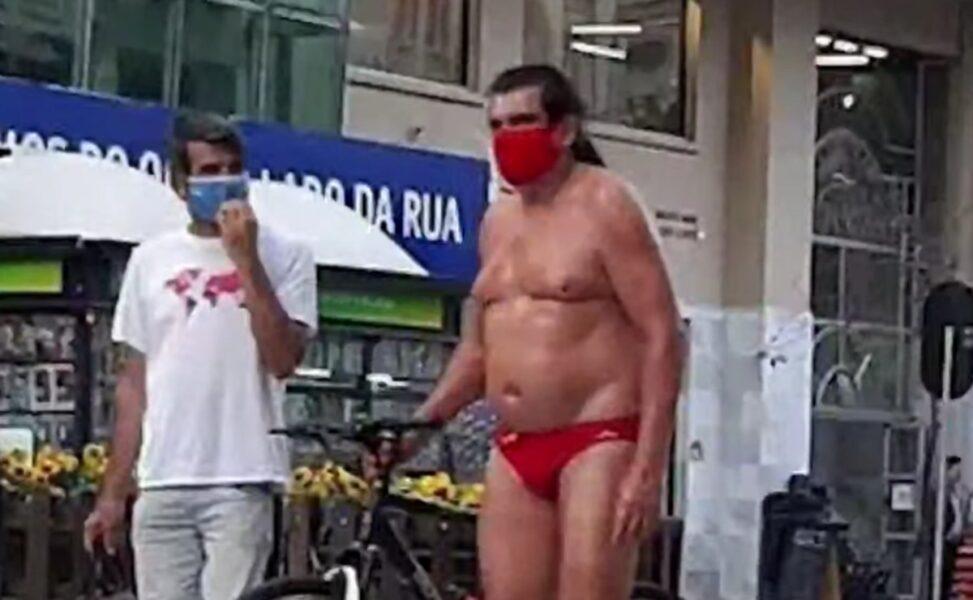 Combinando com a sunga, oil man aparece de máscara em Curitiba