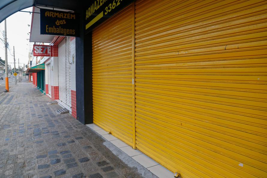 MP-PR pede fechamento do comércio e punição para quem sair de casa
