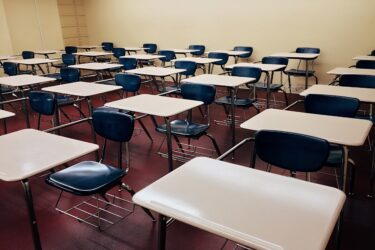 Você é contra ou a favor do retorno presencial das aulas neste momento?